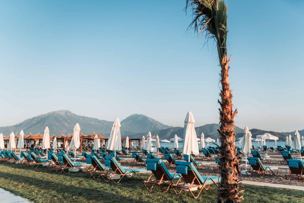 cum arata plaja hotelului liberty fabay din turcia